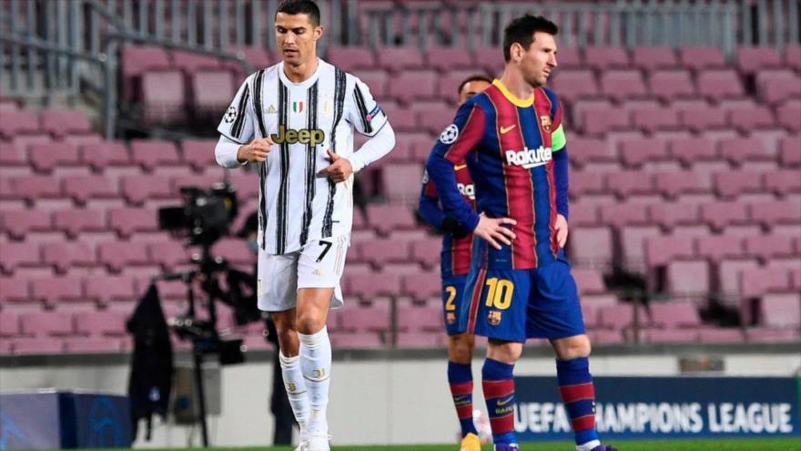 Cristiano Ronaldo, jugador del Juventus de Turín, y Leo Messi, del F.C. Barcelona, en un partido disputado entre ambos equipos en Barcelona, 8 de diciembre de 2020. (Foto: AFP)