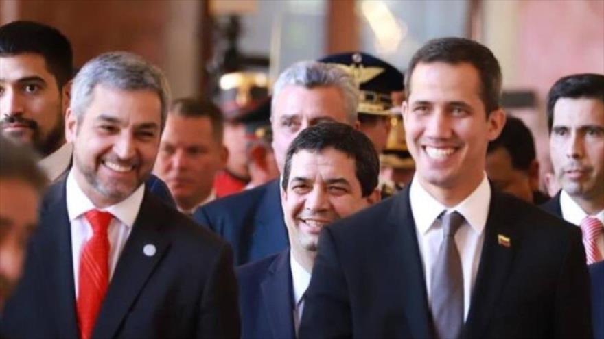 El presidente de Paraguay, Mario Abdo Benítez (izq.) y el opositor venezolano Juan Guaidó.