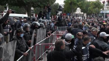 Tunecinos protestan contra represión policial y corrupción
