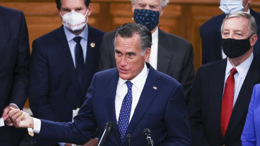 El senador republicano Mitt Romney ofrece un discurso en el Capitolio de EE.UU., 14 de diciembre de 2020. (Foto: AFP)