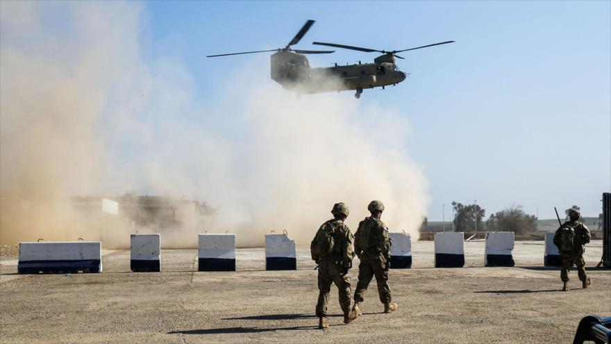 Un helicóptero de transporte de carga pesada Chinook C-47 de EE.UU. sobrevuela aldea de Oreij, al sur de Mosul, Irak, 22 de febrero de 2017. (Foto: AFP)