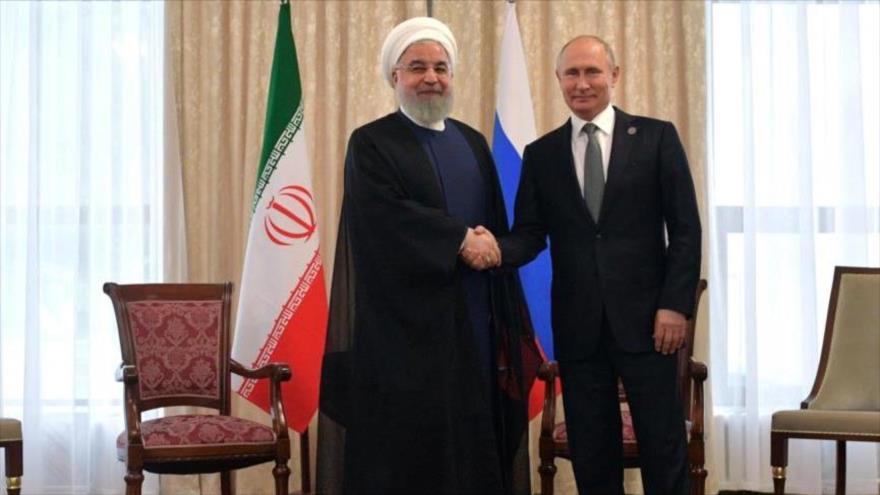 El presidente ruso, Vladimir Putin (dcha.), se reúne con su homólogo de Irán, Hasan Rohani, en Bishkek, capital de Kirguistán, 14 de junio de 2019. (Foto: AFP)