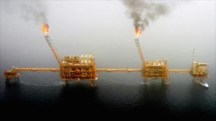 """Aumenta venta de crudo de Irán tras fallida política de Trump"""