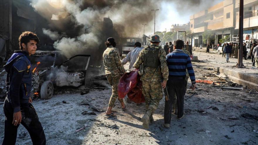 Escenario de un ataque con coche bomba en la ciudad siria de Tal Abyad, 23 de noviembre de 2019. (Foto: AFP)