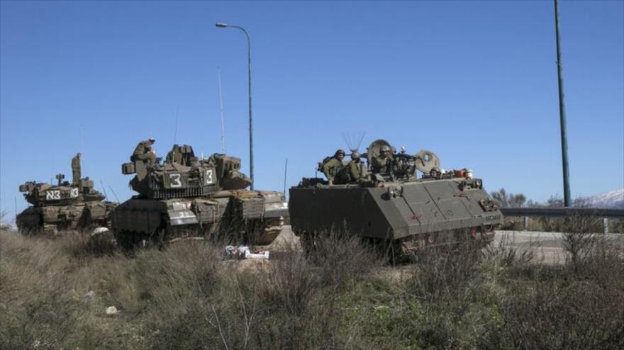 Tanques y personal del ejército israelí en la frontera libanesa.