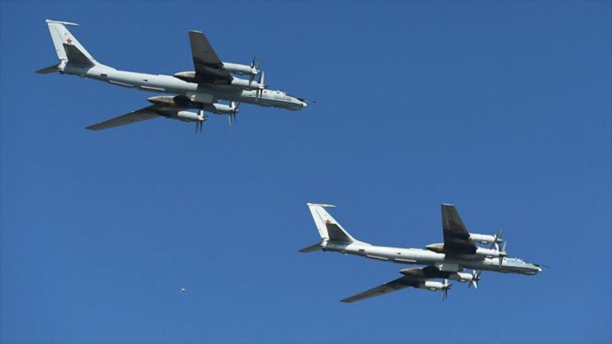 Dos aviones de reconocimiento rusos Tu-142.