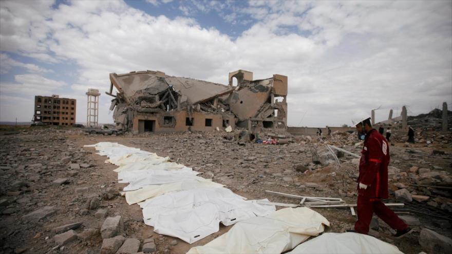 Cuerpos de las víctimas de un bombardeo saudí en Al-Dhamar, Yemen, 1 de septiembre de 2019. (Foto: Reuters)