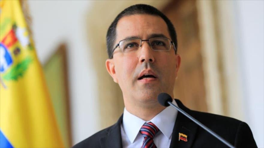 El canciller venezolano, Jorge Arreaza, habla con la prensa en Caracas (capital), 30 de agosto de 2019. (Foto: Reuters)