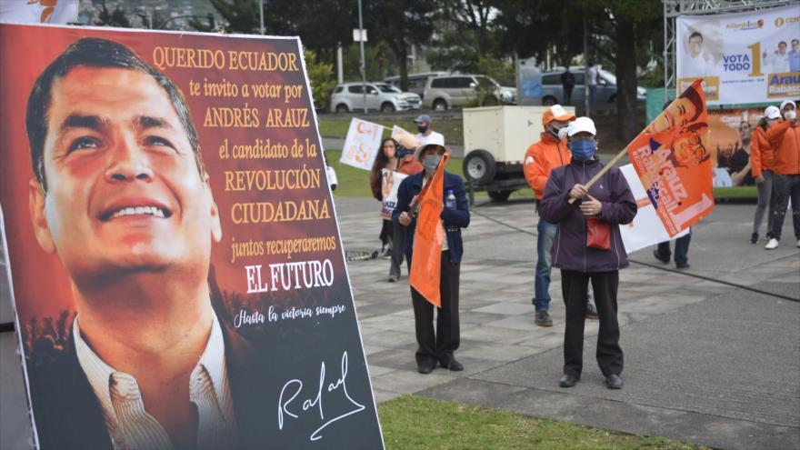 Un mitin del binomio presidencial de la alianza Unión por la Esperanza (Unes) en Quito, capital de Ecuador, 26 de enero de 2021. (Foto: AFP)