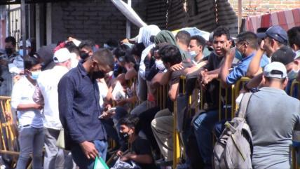 Migrantes llegan en pequeños grupos a la frontera sur de México