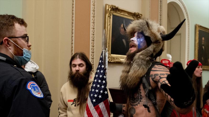 'Vikingo' asaltante al Capitolio de EEUU testificará contra Trump | HISPANTV