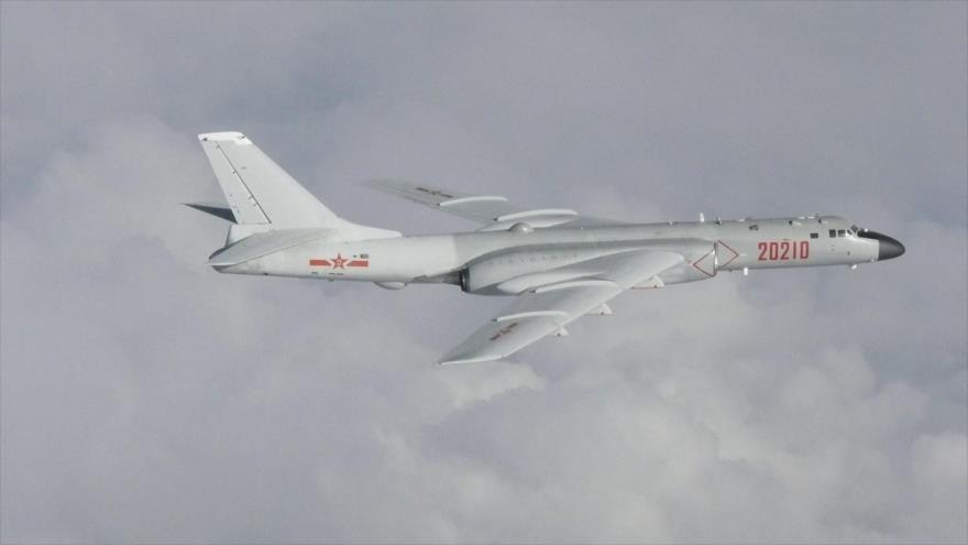 Aviones de combate chinos simulan ataque a portaviones de EEUU | HISPANTV