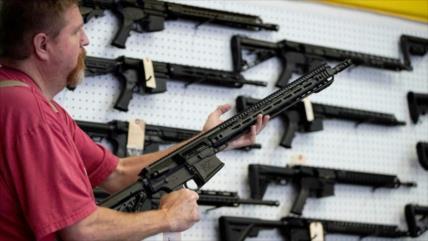 Informe: Aumenta venta de armas en EEUU tras caos poselectoral