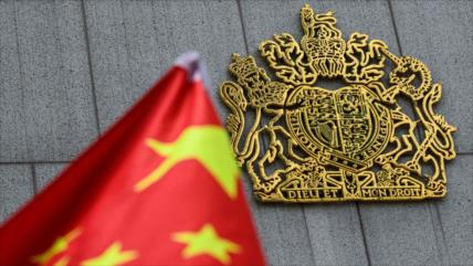 """China a Londres: Es """"ilegal"""" otorgar ciudadanía a los hongkoneses"""