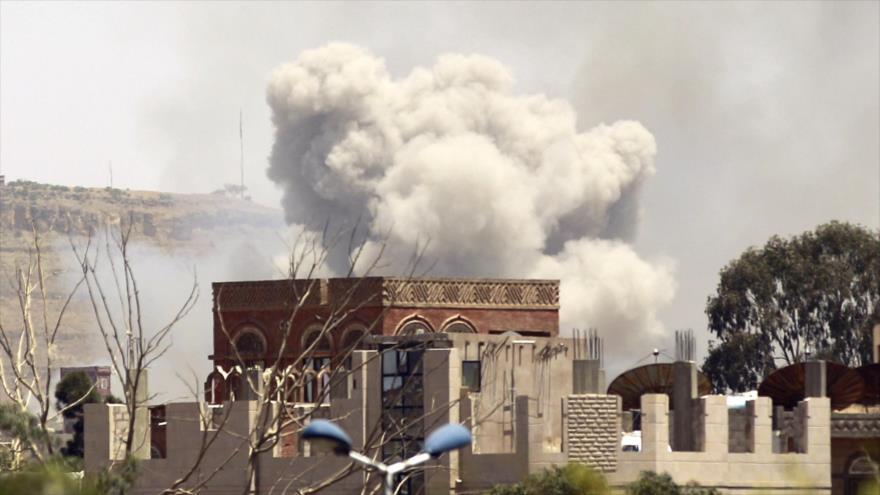 Un ataque de Arabia Saudí contra Saná, la capital de Yemen, 17 de abril de 2015. (Foto: AFP)