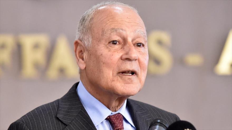 El secretario general de la Liga Árabe, Ahmed Aboul Gheit, habla en una rueda de prensa en Argel, capital de Argelia, 29 de febrero de 2020.