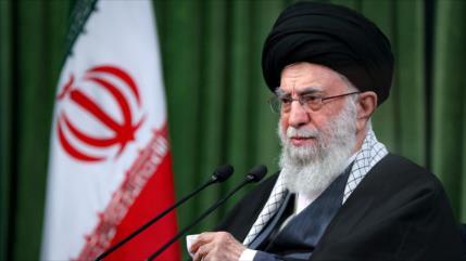 """Líder de Irán lamenta """"visión instrumental"""" del Occidente sobre mujer"""