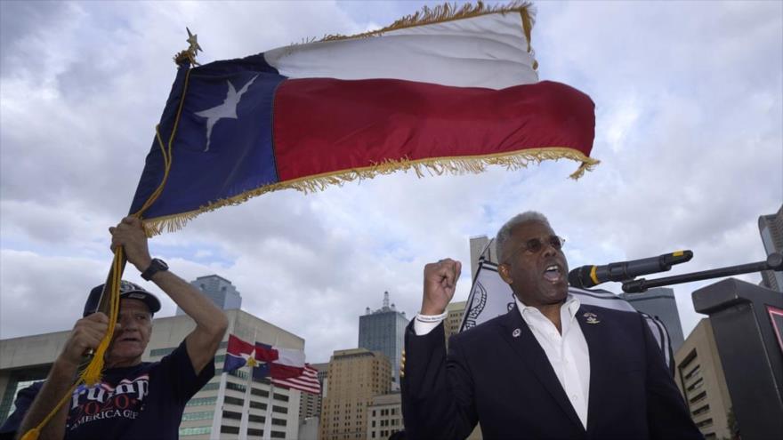 Allen West, presidente del Partido Republicano de Texas, ofrece un mitin pro-Trump en Dallas, 14 de noviembre de 2020. (Foto: AP)