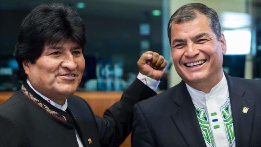 Los expresidentes de Bolivia y Ecuador Evo Morales (izq.) y Rafael Correa, respectivamente.