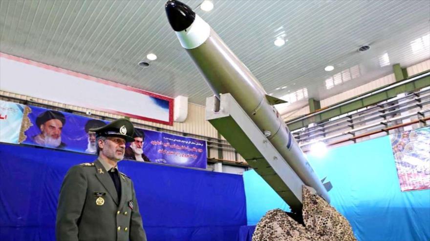 El ministro iraní de Defensa, el general de brigada Amir Hatami, en la ceremonia de inauguración del misil táctico de nueva generación Fateh Mobin.