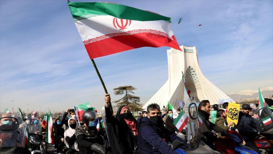 Desfile de motocicletas en el 42.º aniversario de la victoria de la Revolución en la plaza Azadi, Teherán, 10 de febrero de 2021. (Foto: IRNA)