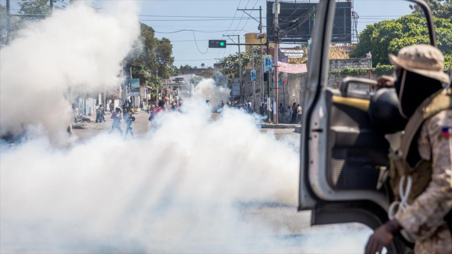 La policía reprime con violencia una nueva protesta en Haití   HISPANTV