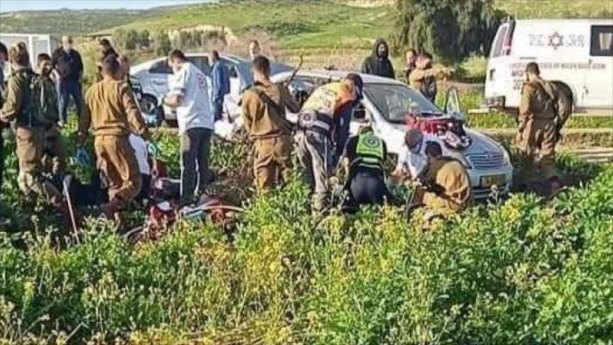 Colono israelí atropella a varios palestinos y deja un muerto