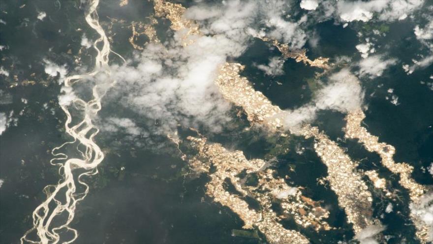 La NASA divulgó una instantánea de los ríos de oro en Perú.