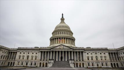 Senado de EEUU vota permitir citar a testigos en juicio político