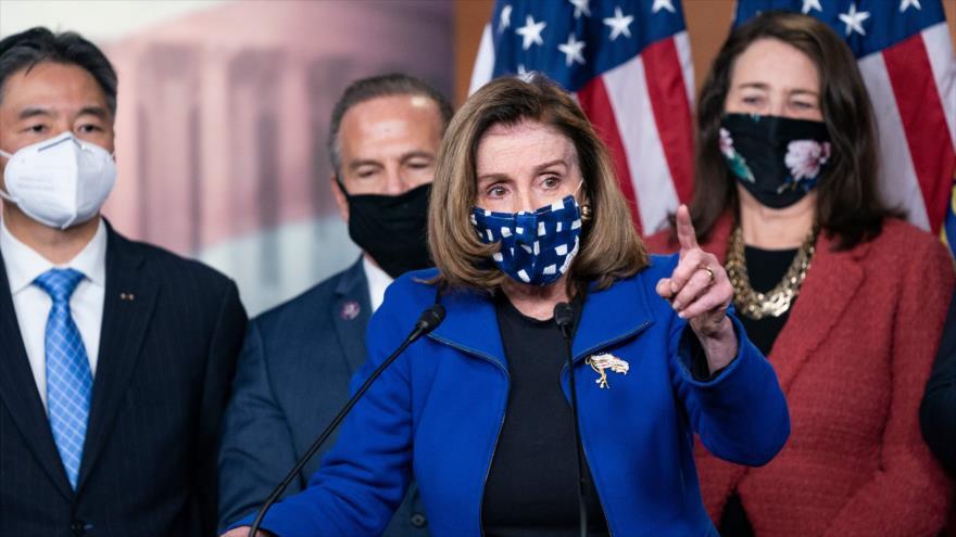 La presidenta de la Cámara Baja de EE.UU., Nancy Pelosi, habla con la prensa en el Capitolio, Washington D.C., 13 de febrero de 2021. (Foto: AFP)