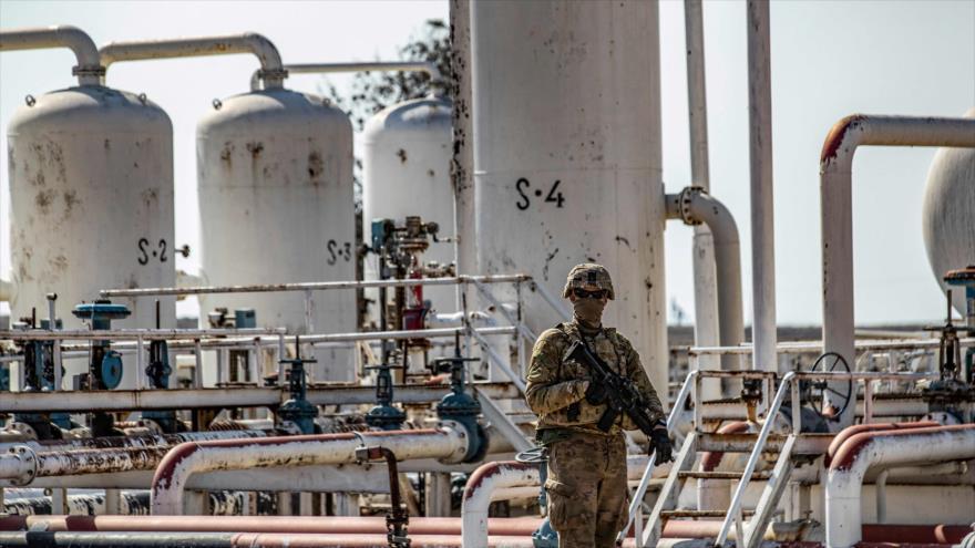 EEUU envía armas a su base ilegal en un campo petrolero en Siria | HISPANTV