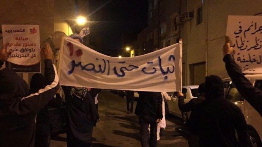 Bareiníes se manifiestan contra régimen de Al Jalifa, con motivo de aniversario del inicio de su revolución, 13 de febrero de 2021.