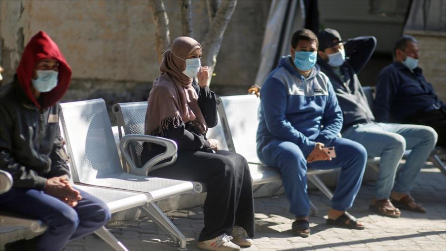 Palestinos con mascarrillas en el hospital de Shifa, Gaza, 22 de noviembre de 2020. (Foto: Reuters)
