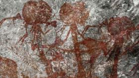 Hallan pinturas rupestres de extrañas figuras con grandes cabezas