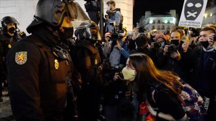 """Unidas Podemos denuncia """"mutilación del ojo"""" de una manifestante"""