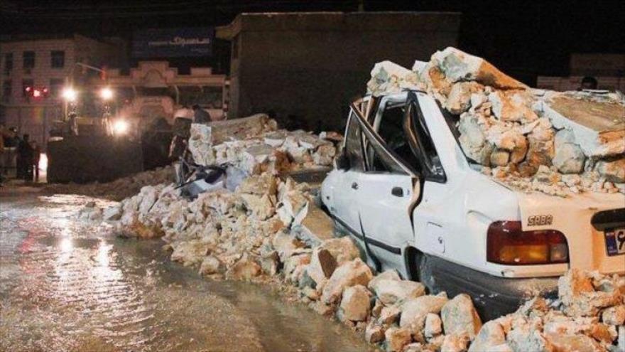 Un coche completamente dañado por un fuerte sismo acaecido en la provincia de Kohkiluye y Boyer-Ahmad, sureste de Irán, 17 de febrero de 2021. (Foto: Mehr News)