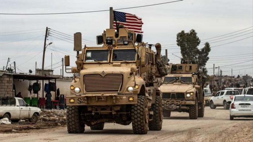 Convoy militar estadounidense en las afueras de la ciudad de Al-Qamishli, en el noreste de Siria, 12 de febrero de 2020. (Foto: AFP)