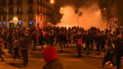 Españoles piden liberación de Hasél en nueva oleada de protestas