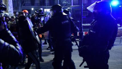 Vídeo: Policía española reprime protesta por rapero encarcelado