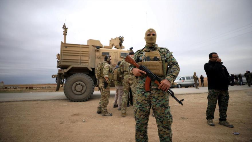 Las llamadas Fuerzas Democráticas Sirias (FDS) y las tropas estadounidenses son vistas cerca de la frontera turca en Al-Hasaka, en Siria, 4 de noviembre de 2018.