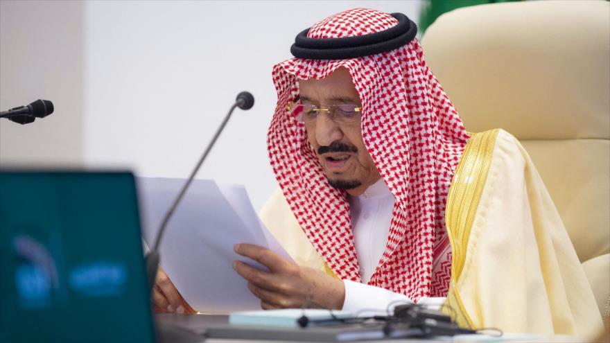 El rey saudí, Salman bin Abdulaziz Al Saud, habla en la cumbre del G20 en Riad, 22 de noviembre de 2020. (Foto: AFP)