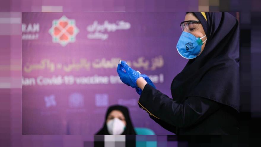 Una enfermera se dispone a aplicar la vacuna iraní contra la COVID-19, COVIRAN Barekat, a una voluntaria en Teherán, capital persa, 29 de diciembre de 2020.