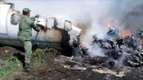 Vídeo impactante: 6 militares fallecen en caída de avión en México