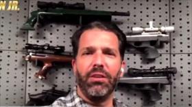 Hijo de Trump publica vídeo con armas mortales contra confinamiento