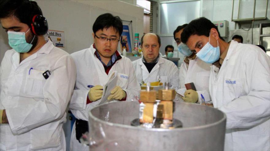 Inspectores de la AIEA en las instalaciones nucleares de Natanz (centro de Irán).