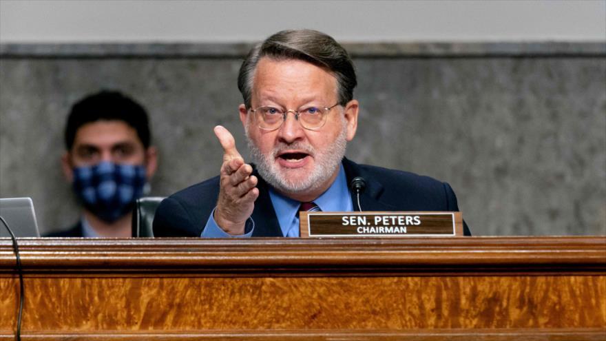 EL senador demócrata de EE.UU. Gary Peters en una sesión del Congreso sobre el asalto al Capitolio, Washington D.C. (capital), 23 de febrero de 2021. (Foto: AFP)
