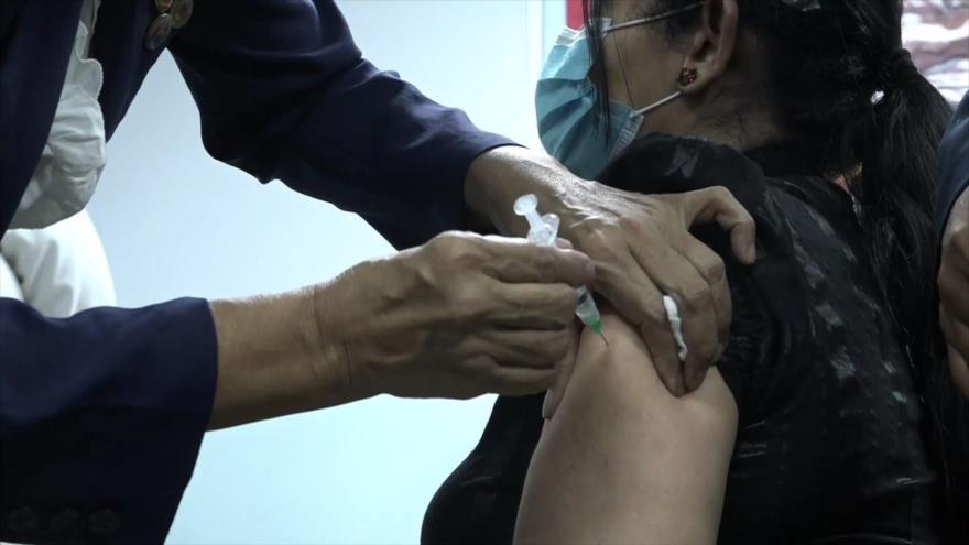 Personal de salud de Caracas inmunizado contra la COVID-19