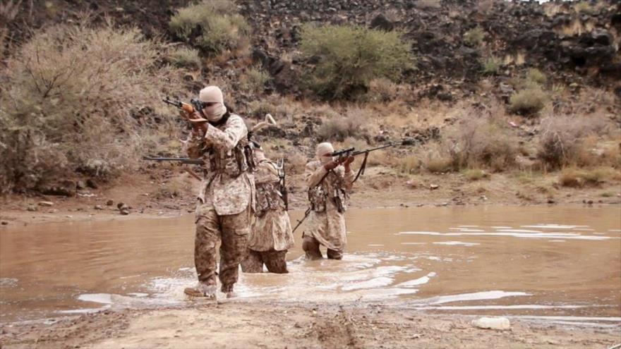 Miembros del grupo terrorista de Daesh en la provincia sureña al-Bayda de Yemen.