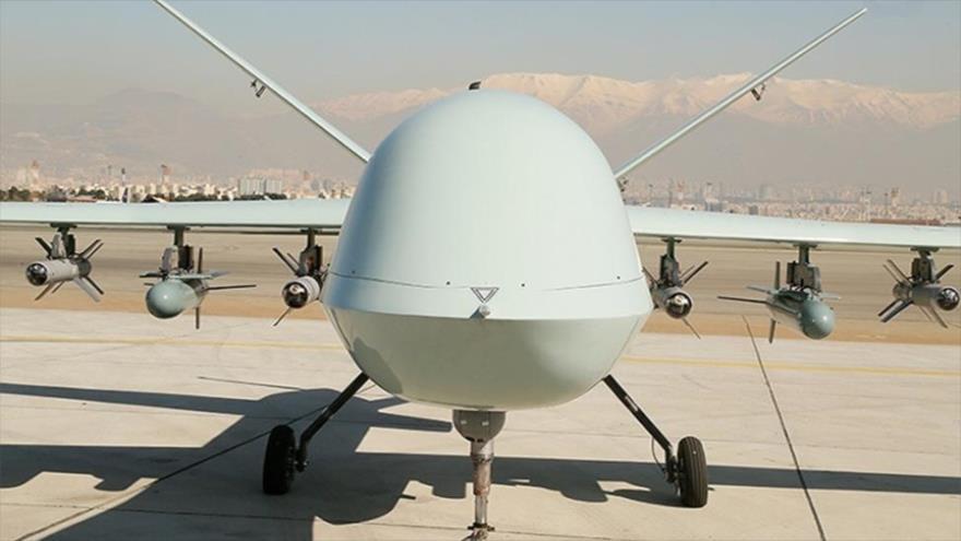 Presentan el avión no tripulado (dron) iraní Kaman 22, de fabricación nacional, 24 de febrero de 2021.