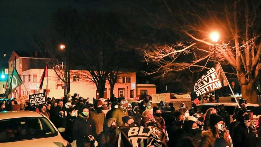 Protestan en EEUU por absolución de policías que mataron a un negro